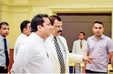 Minister of Education, Akila Viraj Kariyawasam and Principal, Royal College, B.A. Abeyratne view ehibits at Spark '18.