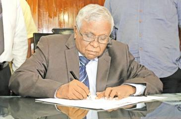 Secretary to the Prime Minister Sirisena Amarasekara  assumes duties