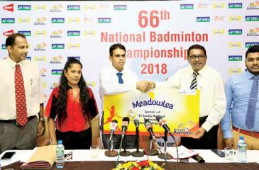 Hiranth Fernando (R) head of Sales and Marketing (Meadowlea) Pyramid Wilmar presents Sri Lanka Badminton president Nishantha Jayasinghe with a sponsorship payment in connection with the National Championships at a media briefing held at the SSC boardroom in Colombo