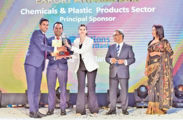 Macksons Chief Operating Officer, Ismail Hussain receives the award
