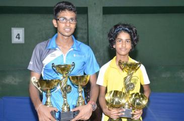 Bimandee Bandara and Dewmith Weerasena with their trophies