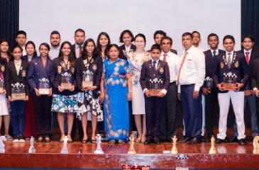 Award winners with the chief guest at the 20th anniversary celebrations of AKCC. From left:-Ashvini Pavalachandran (Wicherly), WFM Pevinya Peiris, (Vishaka), WCM- G.P.Y. Wijesuriya (Visakha), WCM Sayuni Gihansa Jayaweera, (Dharmasoka), Dineth Silva - Manager - Prime Lands, Kanishka Udagedara (Mahamaya), Chamika Withanage (NI - LCAI Pvt Ltd), WFM – Dilhara Wickramasinghe (Musaeus), Pulsara Gunawardana, (SriLankan Airlines), M.M.S. Thilini Anoratna, (Bank of Ceylon), WFM Pramodya Senanayake, (Mobitel), Malint