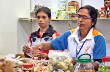 Sajirani and her assistant at their stall