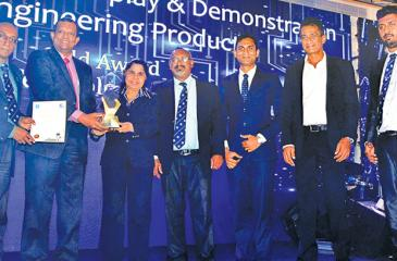 Operations Director, JLanka Technologies G Jayasoma, Consultant, R&D, JLanka Power and Energy, Nalin D Karunasinghe, Senior Marketing Executive, JLanka Technologies, Sajith Batagoda, Head of Business, JLanka e-Mobility, Sujeeva Premaratne, Systems Development Engineer, R&D, JLanka Power and Energy, Dulan Sampath, receive the Gold award from Maj. Gen. K. R. P. Rovel and President IESL Prof. T. M. Pallewatte.