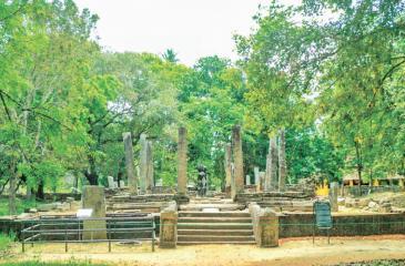 Ruin at Magulmaha Viharaya