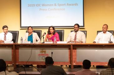 Niloo Jayatilake (Chairperson – Women's Committee (NOC) addressing the media