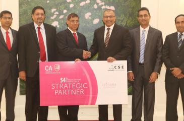 Chairman of the Colombo Stock Exchange,Ray Abeywardena exchanges the sponsorship cheque with President of the Institute of Chartered Accountants of Sri Lanka, Jagath Perera. Also in the picture are; CA Sri Lanka's Vice President, Manil Jayesinghe, Chairman of the Annual Report Awards Committee, Heshana Kuruppu, along with CSE's CEO, Rajeeva Bandaranaike and Head of Market Development, Niroshan Wijesundere.