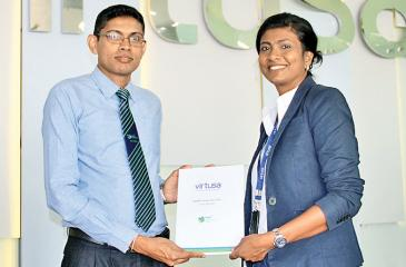 Senior Director, HR at Virtusa, Chandi Dharmaratne (right) and Manager, Career Guidance of NSBM, Kapila Liyanage exchange the partnership documents.