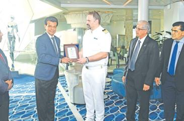 SLPA Chairman  Dr.Parakrama Dissanayake exchanges  plaques with the Master of Mein Schiff 3 -  Capt. Alevropoulos George. Managing Director of Shipping Agency Services, Gihan Nanayakkara looks on.