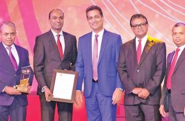 Managing Director of Softlogic Life, Iftikar Ahamed and Head of Finance of Softlogic Life, Nuwan Pushpakumara receive the 'Insurance Companies Gold Award' at the CA Annual Report Awards, 2018.