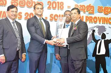 Anura Athukora receives the award from Dakshitha Bogollagama