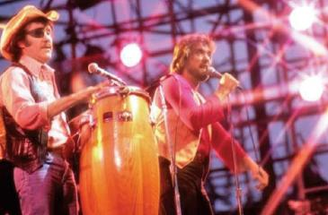 Sawyer (left) performs in New York with Dennis Locorriere in 1979