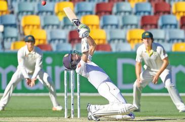 Niroshan Dickwella plays a T20 shot in his Test innings (Photo by ISHARA S. KODIKARA / AFP)