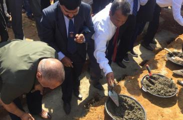 Rohan de Silva laying the foundation stone watched by president of UPBA Thilak Jayasiri Perera