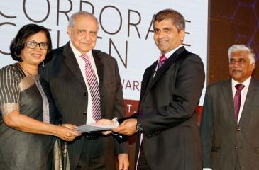 Senior DGM, PLC, Sanjeewa Bandaranayake receives the award for financial performance.