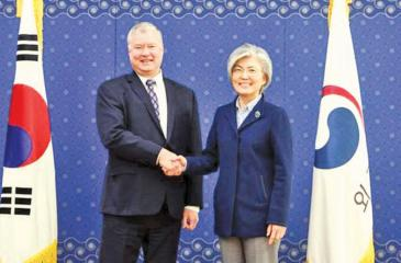 Stephen Biegun briefed South Korean Foreign Minister Kang Kyung-wha on his visit to the North