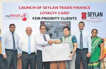 Seylan Bank PLC Director and CEO Kapila Ariyaratne and Lanka Ashok Leyland CEO Umesh Gautham exchange a replica of the Trade Loyalty Card, flanked by the senior management of Seylan Bank.