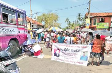 Friday's protest in Ratgama. Pic: Sirangika Lokukarawita