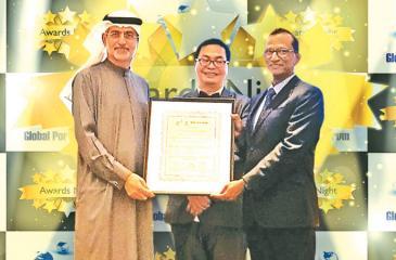 SAGT General Manager Operations, Upul Jinadasa  receives the award.