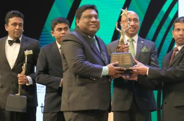 PBSS Managing Director Madura Gamanayake receives the 'Gold Award' in the medium category at the 'Sri Lanka Entrepreneur of the Year 2018'