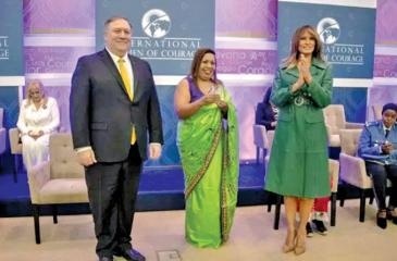 Marini de Livera with her award with Melania Trump and US Secretary of State Michael Pompeo