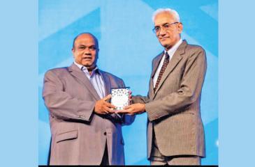 Ranil de Silva receives the IAA Honourary Life Membership Award