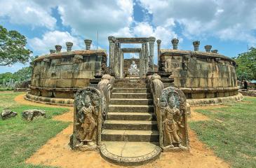 ELOQUENT EXPRESSIONS IN STONES: The Girihandu Seya Vatadage (circular image house) at Tiriyai
