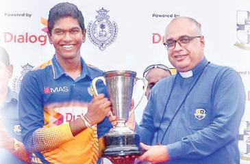 Royal College captain Kavindu Madarasinghe receives the Mustangs trophy from the warden of S. Thomas' College Rev Marc Billimoria