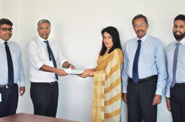 From left: Head of Marketing of HNBA and HNBGI Dinesh Yogaratnam, Managing Director/CEO of HNBA and HNBGI Deepthi Lokuarachchi, President of CCPSL Dr. Janaki Vidanapathirana, Chief Operating Officer of HNBA Prasantha Fernando and Asst. Manager - Life, PR and Digital Media after the signing of the MoU.
