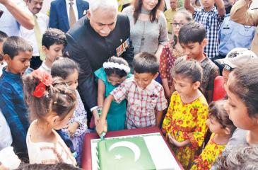 High Commissioner of Pakistan, Maj. Gen. (Rtd) Dr. Shahid Ahmad Hashmat and children cut the cake to mark Pakistan National Day.