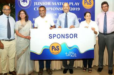 Gihan Perera (left) CEO, P & S, Air Chief Marshal Harsha Abeywickrama President Sri Lanka Golf and Ruvini Kariyawasan, Corporate Affairs Manager, P & S during the handing over of the sponsorship cheque