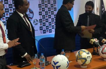 Anura de Silva (left) president of the FFSL and Kishor Thaper, DGM (Promotions) of Freewill Sports exchange the agreement