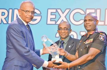 The Chief Executive Director of Maga Engineering, Piyadasa Madarasinghe receives the award from Lt. Gen. Mahesh Senanayake. The President of the Institution of Engineers Sri Lanka, Prof. T. M. Pallewatta looks on.