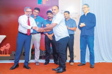 A journalist receives an award from Northern Province Governor Dr. Suren Raghavan