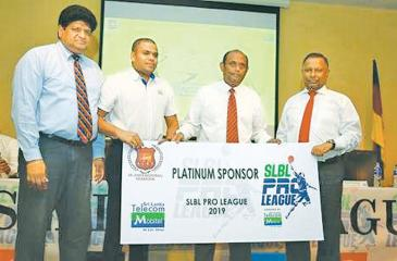 SLBA Secretary Dr Chula Senaratne and NOC President Suresh Subramanium receiving the League tournament Mobitel platinum sponsorship