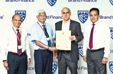 Ceylinco Life Chairman R. Renganathan (second from left) receives the Brand Finance award from Brand Finance Lanka Managing Director Ruchi Gunewardene in the presence of Ceylinco Life Managing Director/CEO Thushara Ranasinghe (extreme left) and General Manager, Marketing, Samitha Hemachandra.