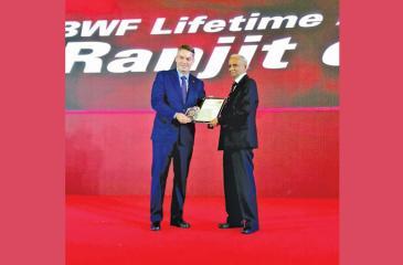 Professor Ranjit Silva (right) receiving his award from the president of the BWF Paul Eric Larsen