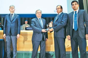 The Ambassador and Permanent Representative of Sri Lanka to the UN in New York,Dr. Rohan Perera, accepting the Dag Hammarskjöld Medal from the Secretary General of the United Nations, António Guterres.