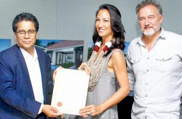 BOI Chairman Mangala Yapa with Dale Rennie and Sabrina Van Cleef Ault after the signing of the agreement.   Pic: Sulochana Gamage