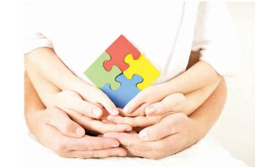 Autism-hands-holding-puzzle