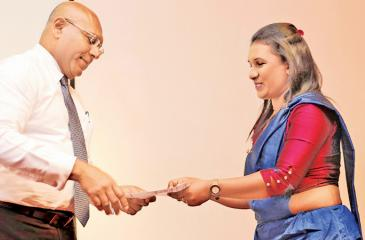 Director/Group CEO Dimantha Seneviratne presenting a certificate to a teacher who completed the course.