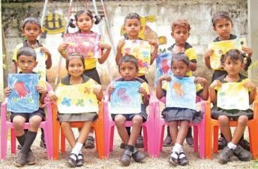 Lamshia Preschool, Yagodamulla, Kotugoda held an Art Exhibition themed 'Little little Arts' recently and here are the winners. 1st row from left: Nethran, Dinishi, Udara, Dinali and Jenushi. 2nd row from left: Sahiru, Menara, Vinoth, Sanidu and Thiyum.    Pic: Ravindu Wickramasinghe