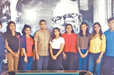 Master class interns with CEO, Leo Burnett Sri Lanka, Arosha Perera and Senior Manager, People and Culture, Leo Burnett Sri Lanka, Dilunika Tejwani.