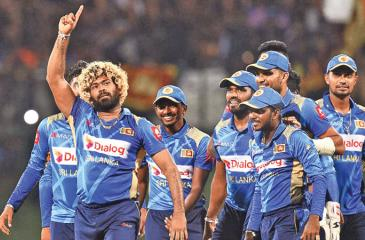 Lasith Malinga celebrates with his team-mates (Pic: Rukmal Gamage)