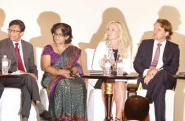 Sri Lankan and EU officials at the group discussion