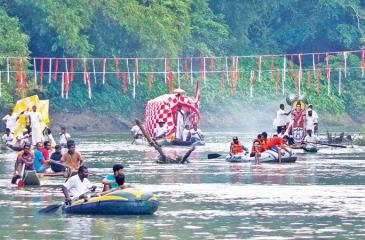 DEVOTIONAL PADDLE: The fleet of canoes return to Kotabe