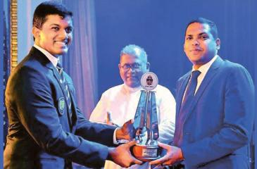 Sports Minister Harin Fernando presenting the Outstanding Sportsman of the Year award to Randev Athukorala at the Colours Night of St. Peter's College in the presence of former Rector Rev. Fr. Trevor Martin