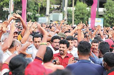 Anura Kumara welcomed by supporters