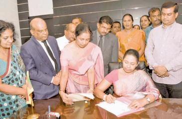 Pavithra Vanniarachchi assumes duties as Women's and Children's Affairs, Social Security, Health and Indigenous Medicine Minister