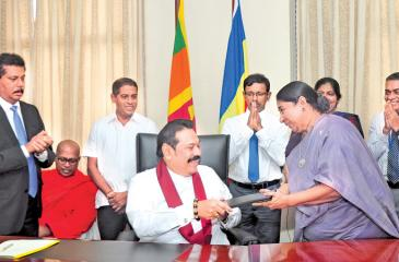Prime Minister Mahinda Rajapaksa assumed duties as the Minister of Urban Development, Water Supply and Housing Facilities at Suhurupaya, Battaramulla on Friday (November 29). Pic: Thushara Fernando